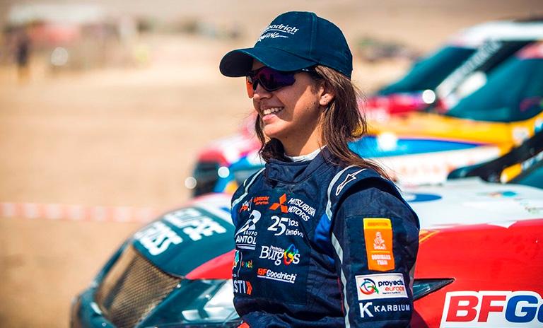Cristina Gutiérrez sonriendo de perfil
