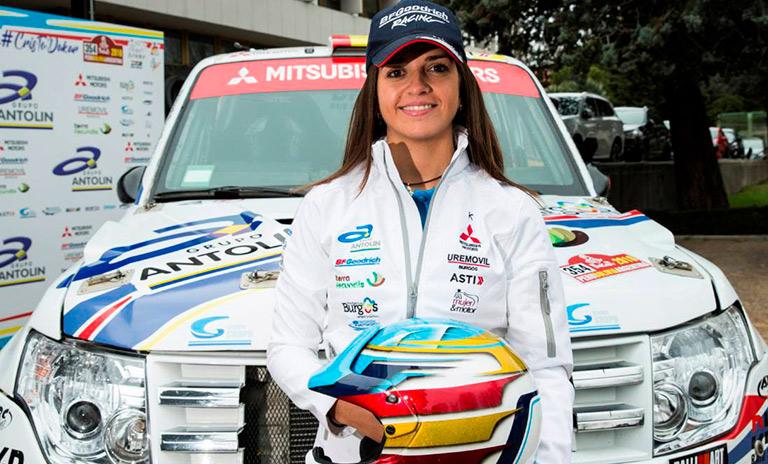 Piloto de camionetas Mitsubishi Cristina Gutiérrez