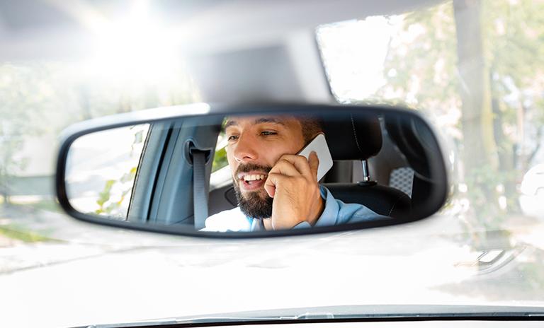 Hablar por teléfono es una de las infracciones de tránsito más comunes en Colombia