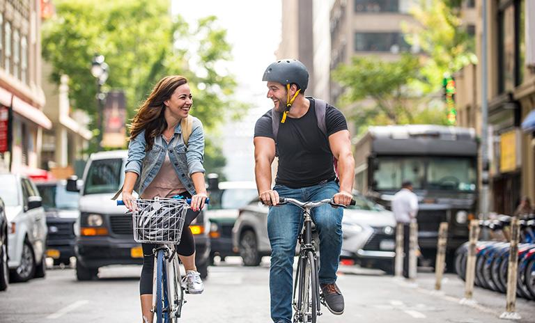 manejo defensivo para camionetas es ver a los ciclistas