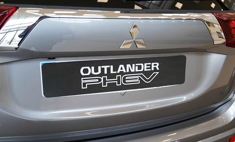 Camionetas Mitsubishi Outlander PHEV parte posterior