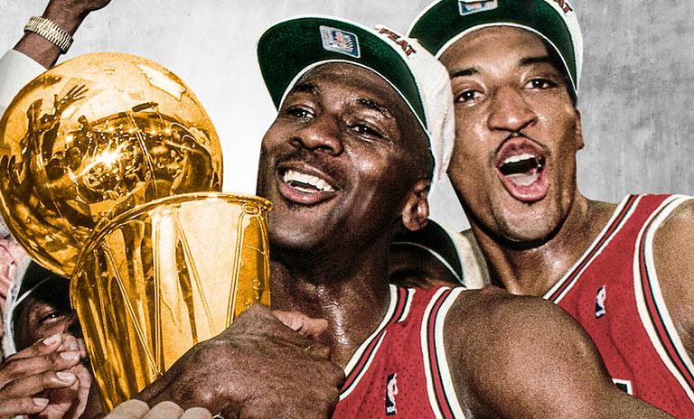 Michael Jordan y Scottie Pippen celebrando el triunfo del campeonato