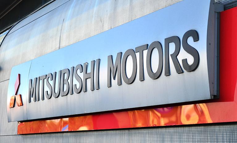 Talleres y vitrinas Mitsubishi
