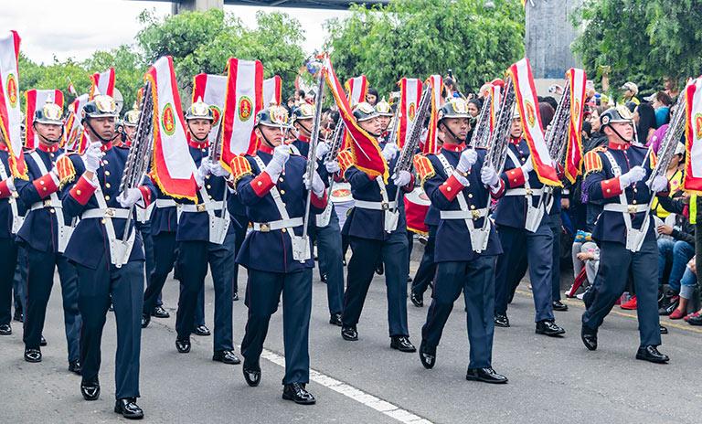 Ejèrcito Nacional de Colombia celebrando el 7 de agosto