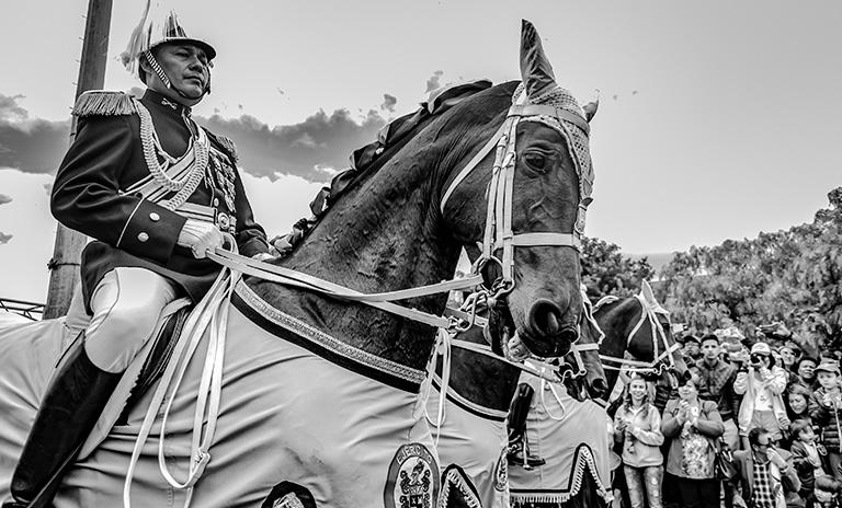 Desfile militar en el día de la independencia colombiana