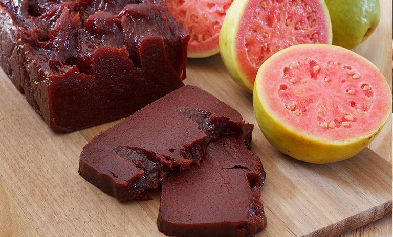 El bocadillo veleño es uno de los dulces típicos colombianos