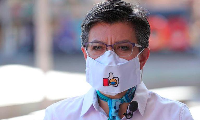 La alcaldesa de Bogotá Claudia López hablando sobre el pico y placa durante la nueva normalidad