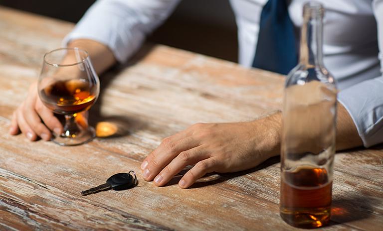 Persona a punto de conducir en estado de embriaguez