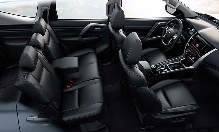 Vista interior lateral de Montero Sport Takai