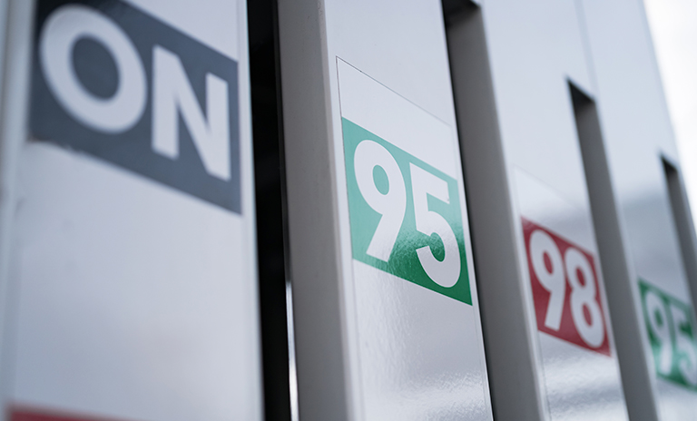 Slota de gasolina de 98 octanos y 95 octanos