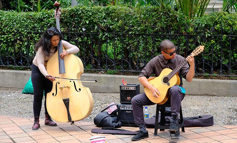 Músicos clásicos en la calle