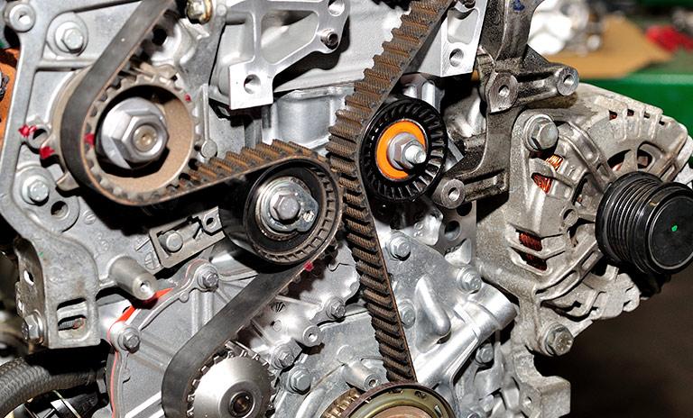 Correa de tiempo engranada al mecanismo del motor