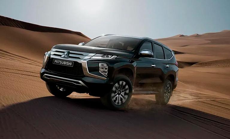 Camionetas Montero Sport Takai en el desierto