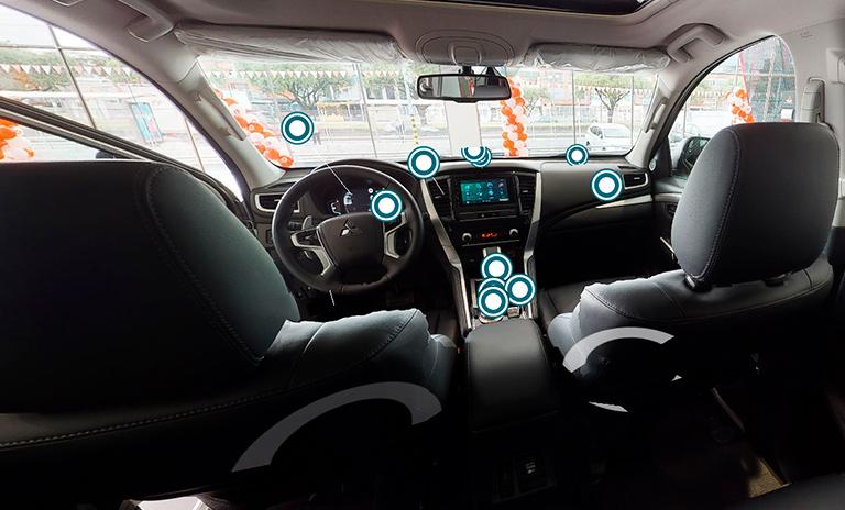 Interior de las camionetas Montero Sport Takai en la nueva vitrina virtual Mitsubishi